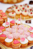 Pink pop cakes and cupcakes — Stock Photo