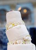 Delicious original wedding cake — Stock Photo