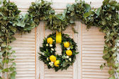 Wreath made of laurel leaves, roses and lemons — Stock Photo