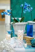 Elegant sweet table — Стоковое фото