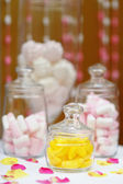 Yellow and pink sweet table or candy bar — ストック写真