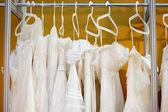 Några vackra bröllopsklänningar几个美丽的婚纱礼服 — 图库照片