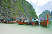 Cliff und Boote — Stockfoto
