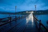 Holz-Brücke bei Nacht — Stockfoto