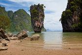 Schöne tropische große steine — Stockfoto