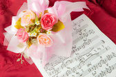 Rose on the musical notes — Stock Photo
