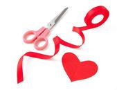 Kırmızı kalp şerit yay — Stok fotoğraf