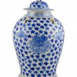 Chinese antique vase — Stock Photo #13644533