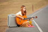 Hippie woman playing music — ストック写真
