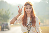 Hippie girl with peace signs — Stock Photo