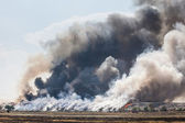 Burning garbage heap of smoke — Stock Photo