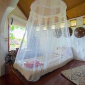 Yatak odası tropikal Asya tarzı — Stok fotoğraf