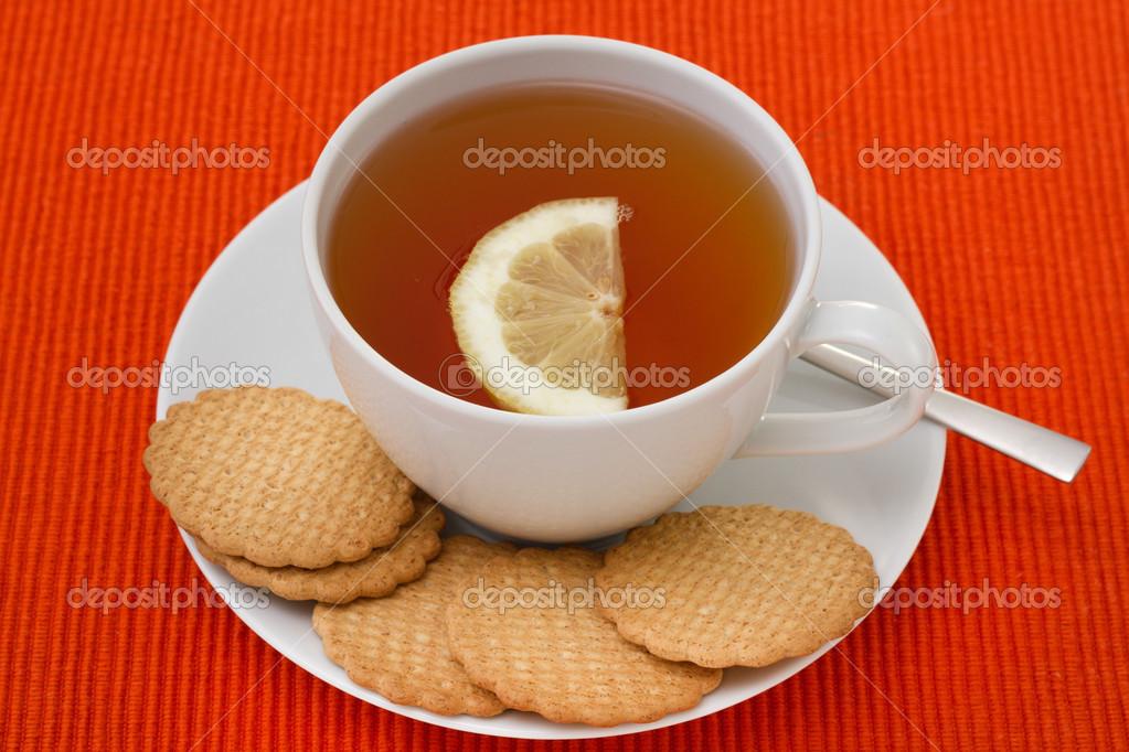 Чашка чая с лимоном