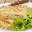 Spanish omelet with lettuce — Stock Photo