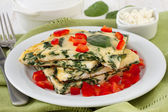 Omelet with spinach, cottage cheese — Stock Photo