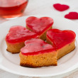 Cakes with glass of pink wine - Foto Stock