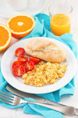 Eggs with bread, tomato and orange juice — Photo