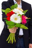 Kwiaty w rękach człowieka — Zdjęcie stockowe