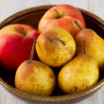 appels met peren in schotel — Stockfoto #23347154
