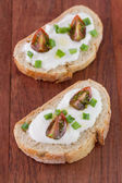 Brood met kaas en tomaat — Stockfoto