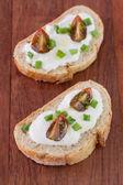 Ekmek peynir ve domates ile — Stok fotoğraf
