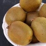 Kiwi in white dish — Stock Photo