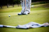 Homem jogando golfe — Fotografia Stock