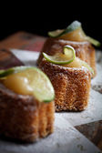 Lime bundt cake — Stock Photo