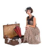 Mooie brunette meisje met paraplu en oude koffer — Stockfoto