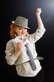 Vacker ung flicka med spelkort — Stockfoto