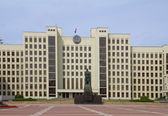 Parliament building on the Independence square in Minsk. Belarus — Stock Photo