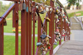 Many padlocks on the bridge in Grodno, Belarus — Foto de Stock