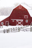 Red barn — Stockfoto