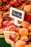 新鮮な桃を生産します。 — ストック写真
