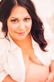 Donna giovane incinta — Foto Stock