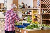Man buying fresh organic produce — Stock Photo