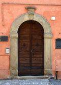 意大利的木门 — 图库照片