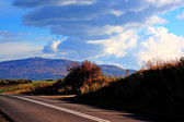 Landsbygden road. vacker sommardag — Stockfoto