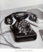 Old Siemens 36 series telephone from the 1930's — Stock Photo