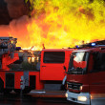 Extinguishing big fire — Stock Photo