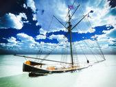 Versunkene alte piraten-fregatte — Stockfoto