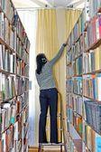 Student w starej biblioteki — Zdjęcie stockowe