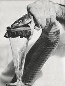 Venom extraction — Stock Photo