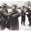 German troops disarming Soviet soldiers in Berlin during Second World War — Stock Photo #47865617