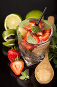 Mojito strawberry cocktails on a black background — Stock Photo