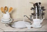 Vaisselle à laver dans la cuisine — Photo