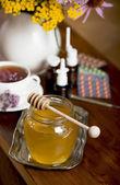Still life from medicinal herbs, honey, herbal tea and medicines — Foto de Stock