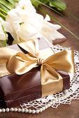 Caja marrón con caramelos — Foto de Stock