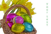 Easter eggs with a wicker basket with daffodils. — Stock Photo