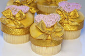 Pink and gold cupcakes. — Stock Photo